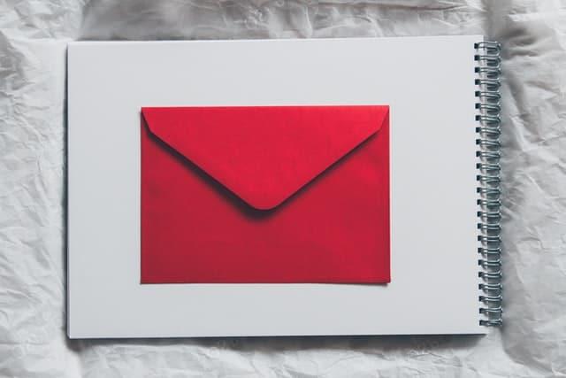 Comment ajouter une adresse email à la liste des expéditeurs fiables ?