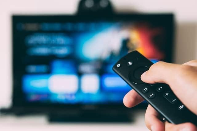 Comment connecter sa télé à internet avec et sans wifi ?